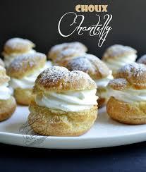 dessert avec creme fouettee petits choux chantilly il était une fois la pâtisserie