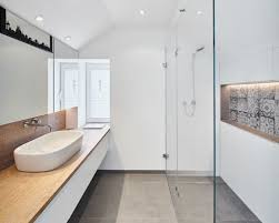 kleines bad einrichten mehr platz mit dusche zum wegklappen