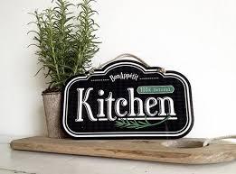 10 Fun And Creative Kitchen Wall Decor Ideas