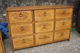 caisse a vin en bois recup caisse de vin excellent lot de tagres tagre livres