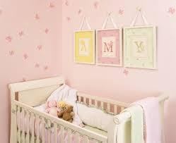 déco idée tableaux chambre bébé fille lettres nom tableau