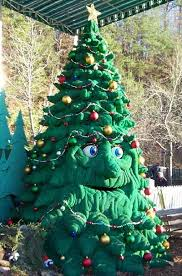Christmas Tree Inn Pigeon Forge Tn by Dollywood Tinker The Talking Christmas Tree Christmas