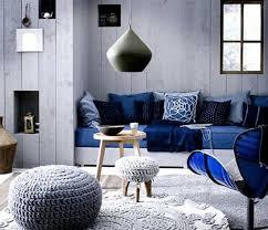farbgestaltung im wohnzimmer mit blau und grau foto