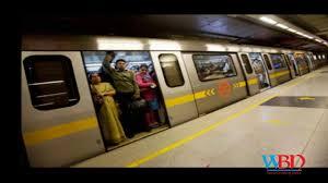 Delhi metro ran with its open doors open between chawri bazar