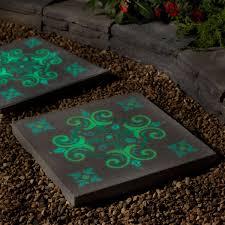 DIY Garden Stepping Stones For A Beautiful Walkway