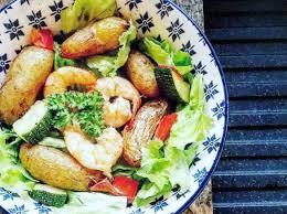 cuisiner des pommes de terre ratte pomme de terre rattes à l ail aux courgettes et crevettes par lae68