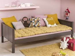 chambre enfant suisse chambre jaune et 3 suisses chambres chambre