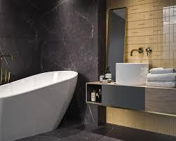 marmor und gold die quintessenz des luxus im badezimmer