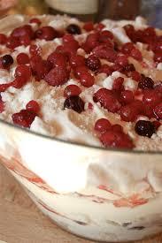 dessert avec creme fouettee parts de plaisir brillez avec un dessert à la meringue façon