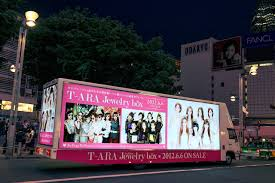 "T-ara ""Jewelry Box"" Truck In Front Of Shinjuku... 
