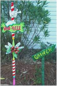 Grinch Outdoor Christmas Decorations by Grinch Stealing Christmas Lights Christmas Decor And Light