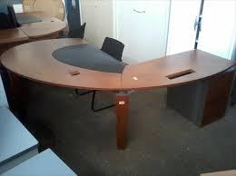 bureau de direction occasion grand bureau direction 2m x 2m30 merisier à 260 44000