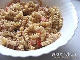 salade de pâtes au thon et aux tomates une faim
