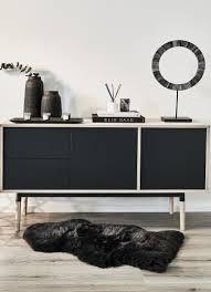 black schwarze deko accessoires wie vasen spiegel