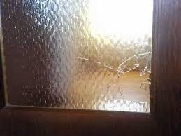 loch in der glastür durch einen wer oder was war das
