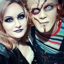 Chucky Halloween Mask by 31 Creative Couples Costumes For Halloween Page 3 Of 3 Stayglam