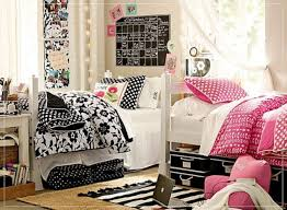 Dorm Room Bed Skirts by Dorm Room Decor Ideas For Your Bare Walls Dorm Room Dorm And