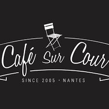 levrette sur canapé café sur cour accueil