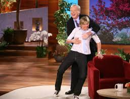 Ellen Degeneres Amy Halloween Horror Nights by Chris Matthews Gropes Ellen During His Visit This Is Flipping