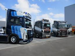 CC Global: 2017 WSI XXL Truck Show – Part One, Tractors And (A Few ... Caminhes Americanos Customizados Youtube Best Electric Cars 2018 Uk Our Pick Of The Best Evs You Can Buy Golden Labrador Retriever Appears To Drive Semi Truck Across Road In Toyota Project Portal 20 Hydrogen Fucell Semi Truck Revealed Biggest Show Of Europe At Le Mans Race Track Hd Photo Galleries 2019 Nikola One News Specs Performance Digital Trends The Radiator Tells It All For This American Trucr Shows Midamerica 2014 Custom Trucks Classic Leaving 2017 Atca Macungie Pa Big Rig Massive 18 Wheeler Display I75 Chrome