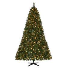 Pre Lit LED Alexander Pine Artificial Christmas Tree With 550 Warm White