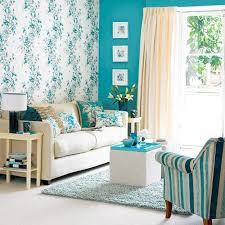 kleine wohnzimmer optisch vergrößern mit wandfarbe blau und