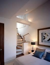 traditionelles schlafzimmer mit moderner bild kaufen
