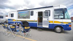 Beginner's Guide To Buying An RV | AutoTRADER.ca Man Ttlt Making Of Rv On Benz Concept Combination Caravans Vintage 2016 Newmar Bay Star Sport 3004 New Extreme Pop Up Camper 2018 Rockwood A122sesp Hard Sided List Creational Vehicles Wikipedia 2007 Rvision Trail 25s Travel Trailer Fremont Oh Youngs Homemade Converted From Moving Truck Hauler Jackknifes With Smart Car And 45 Foot 5th Wheel Youtube Dynamax Manufacturer Luxury Class C Super Motorhomes 2000 Freightliner Fl60 Sport Chassis Crewcab Utility Coachmen Sportscoach 408db Bucars Dealers Terminology Hgtv