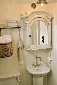 White Shabby Chic Bathroom Ideas by Best 25 Small Vintage Bathroom Ideas On Pinterest Vintage