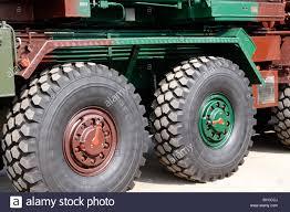 100 Heavy Duty Truck Wheels Duty Tyres Truck Treaded Rubber Two Vehicle Transport Stock