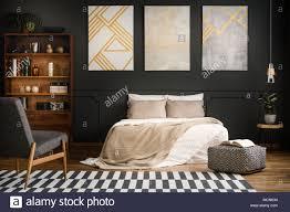 moderne holz schlafzimmer einrichtung mit weißen bett