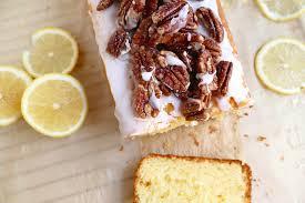 zitronenkuchen mit mascarpone und kandierten pekannüssen