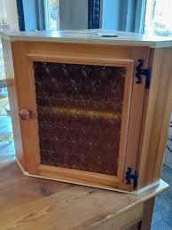 eckschrank glas schrank küche wohnzimmer aufbewahren holz