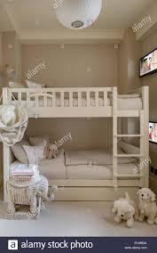 etagenbetten mit fernseher im schlafzimmer der kinder