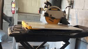 Dewalt Tile Saws Home Depot by Dewalt D24000s Best Wet Tile Saw Not For Me Youtube