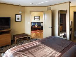 Bed And Biscuit Sioux City by Rooms U0026 Amenities Pierre Clubhouse Hotel U0026 Suites