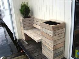 Pallet Bench With Planters 1 610x458