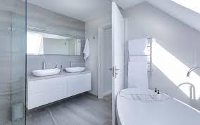 badezimmer einrichten möbel spiegel farben accessoires