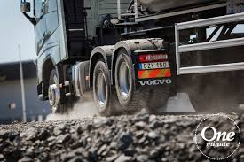 Volvo Trucks - One Minute About Tandem Axle Lift - YouTube