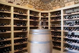 rangement bouteille dans cave a vin monde du vin