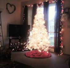 Real Christmas Trees Kmart by Easy Ways To Successfully Decorate A Small Apartment For Christmas