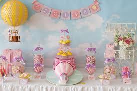 un bel anniversaire enfant sur le thème montgolfière