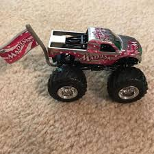 100 Madusa Monster Truck Toy 164 Farewell Tour WFlag
