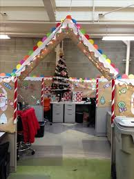 Cubicle Holiday Decorating Themes by 15 Christmas Cubicle Decorating Ideas To Bring In Some Cheer New