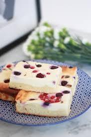 schneller quarkkuchen mit waldbeeren lavendel alexandra