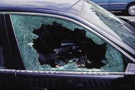 casser la vitre de l intérieur d une voiture en cas d urgence