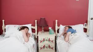 schlafexpertin erklärt darum sind getrennte betten gut für