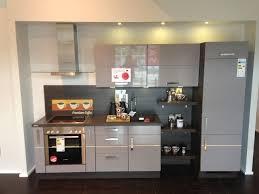 platinum hochglanz single küche mit dunkler holzkombination