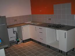 cuisine meubles blancs couleur murs cuisine avec meubles blancs simple battement couleur