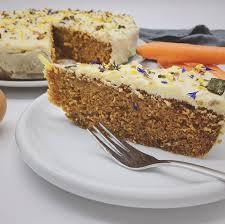 karottenkuchen aus urgetreide mit frischkäse topping carrot